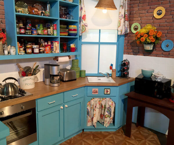 """It's a Toast: Why We Love the """"Friends"""" Kitchen"""